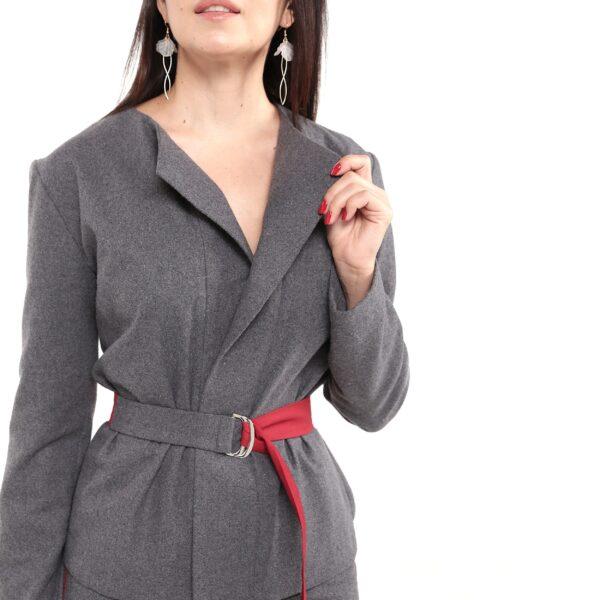 Женский серый жакет с красным поясом. Коллекция 2019-2020