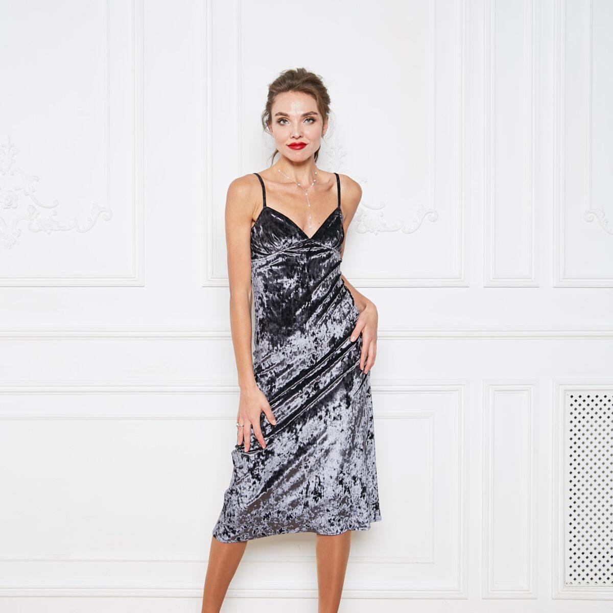 Платье из велюра цвета антрацит