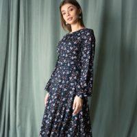 Платье миди с ассиметричной юбкой, цвет - синий в цветы